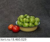 Зеленые и красные помидоры. Стоковое фото, фотограф рустам ниязов / Фотобанк Лори