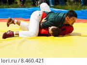 Купить «Борьба Корэш. Сабантуй», фото № 8460421, снято 7 июня 2015 г. (c) Вадим Орлов / Фотобанк Лори