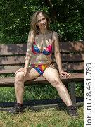 Женщина в купальнике сидит на скамейке. Стоковое фото, фотограф Игорь Ворожбитов / Фотобанк Лори