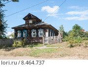 Купить «Деревянный дом в городе Мышкин», эксклюзивное фото № 8464737, снято 9 августа 2014 г. (c) Алёшина Оксана / Фотобанк Лори