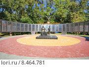 Купить «Мемориал - Стена памяти в центральном парке Батайска», фото № 8464781, снято 5 октября 2014 г. (c) Александр Тихонов / Фотобанк Лори