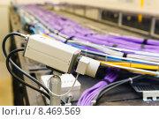 Купить «Видеокамера и связка кабеля utp», фото № 8469569, снято 16 января 2019 г. (c) Mikhail Starodubov / Фотобанк Лори