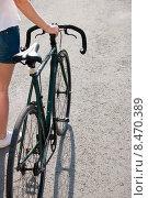 Девушка с велосипедом. Стоковое фото, фотограф Alexander Alexeev / Фотобанк Лори