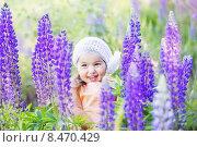 little girl with flowers outdoor. Стоковое фото, фотограф Майя Крученкова / Фотобанк Лори