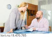 Купить «Wife explains how to fill in forms», фото № 8470785, снято 21 октября 2018 г. (c) Яков Филимонов / Фотобанк Лори