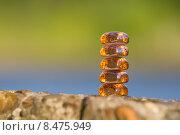 Купить «Столбик из стеклянных камешков», фото № 8475949, снято 26 июля 2015 г. (c) Алексей Назаров / Фотобанк Лори