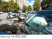 Купить «Две разбитых иномарки на месте ДТП», фото № 8476545, снято 4 августа 2015 г. (c) Сайганов Александр / Фотобанк Лори