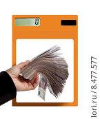 Посчитайте деньги! Рука с большой пачкой бумажных денег и калькулятор. Стоковое фото, фотограф Элина Гаревская / Фотобанк Лори