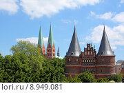 Купить «skew luebeck holstentor marienkirche nordturm», фото № 8949081, снято 19 июля 2018 г. (c) PantherMedia / Фотобанк Лори