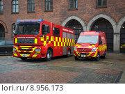 Купить «Два пожарных автомобиля у здания управления пожарной службы Копенгагена. Дания», фото № 8956173, снято 1 ноября 2014 г. (c) Виктор Карасев / Фотобанк Лори