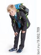 Купить «Школьник, согнувшийся под тяжестью портфеля, белый фон», фото № 9002709, снято 8 августа 2015 г. (c) Кекяляйнен Андрей / Фотобанк Лори
