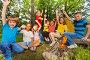 Веселые подростки сидят кругом у костра во время похода, фото № 9100705, снято 31 мая 2015 г. (c) Сергей Новиков / Фотобанк Лори