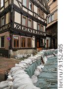 Купить «frame work flood sandbag sandbags», фото № 9152405, снято 20 ноября 2018 г. (c) PantherMedia / Фотобанк Лори