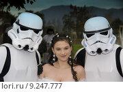 Купить «Two Warriors in White Armour and the Princess», фото № 9247777, снято 10 июля 2020 г. (c) PantherMedia / Фотобанк Лори