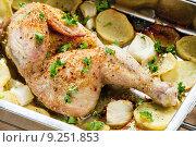 Купить «chicken baked with potatoes», фото № 9251853, снято 19 июня 2019 г. (c) PantherMedia / Фотобанк Лори
