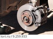 Купить «Снятое переднее колесо легкового автомобиля для сезонной замены резины», фото № 9259933, снято 11 апреля 2015 г. (c) Manapova Ekaterina / Фотобанк Лори