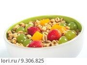 Купить «Fruit Salad with Puffed Wheat Cereal», фото № 9306825, снято 22 августа 2018 г. (c) PantherMedia / Фотобанк Лори