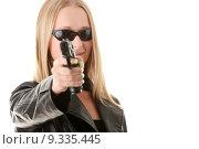 Купить «Portrait of the blonde with gun », фото № 9335445, снято 20 января 2019 г. (c) PantherMedia / Фотобанк Лори