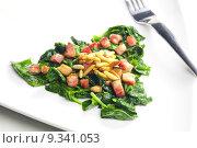 Купить «fried spinach with bacon and pine nuts», фото № 9341053, снято 19 июня 2019 г. (c) PantherMedia / Фотобанк Лори