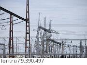 Купить «Power station with pylons and power lines.», фото № 9390497, снято 20 марта 2019 г. (c) PantherMedia / Фотобанк Лори