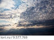Купить «Перистые облака в вечернем небе», эксклюзивное фото № 9577769, снято 13 августа 2015 г. (c) Сергей Лаврентьев / Фотобанк Лори