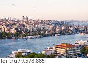 Купить «Вид сверху на Стамбул», фото № 9578885, снято 13 мая 2015 г. (c) Наталья Волкова / Фотобанк Лори