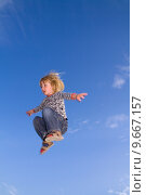 Купить «jumping freedom child», фото № 9667157, снято 19 февраля 2019 г. (c) PantherMedia / Фотобанк Лори