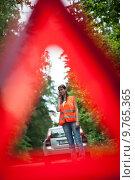 Купить «Young female driver having a car breakdown», фото № 9765365, снято 24 августа 2019 г. (c) PantherMedia / Фотобанк Лори