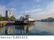 Паром в Большой бухте Севастополя (2015 год). Редакционное фото, фотограф Ольга Данилова / Фотобанк Лори