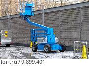 Купить «Articulated boom lift», фото № 9899401, снято 21 марта 2019 г. (c) PantherMedia / Фотобанк Лори