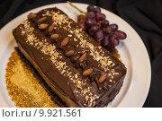 Купить «Chocolate cake with almonds», фото № 9921561, снято 18 июня 2019 г. (c) PantherMedia / Фотобанк Лори
