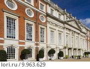 Купить «Hampton Court Palace», фото № 9963629, снято 20 июня 2019 г. (c) PantherMedia / Фотобанк Лори