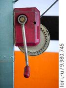 Купить «Hand lever winch in red over orange on car repair workshop», фото № 9980745, снято 17 июня 2019 г. (c) PantherMedia / Фотобанк Лори