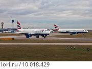 Купить «Самолеты Airbus авиакомпании British Airways в аэропорту Хитроу города Лондона, Великобритания», фото № 10018429, снято 31 октября 2011 г. (c) Victoria Demidova / Фотобанк Лори