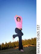 Купить «pretty girl jumping in a air », фото № 10065157, снято 19 февраля 2019 г. (c) PantherMedia / Фотобанк Лори