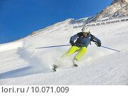 Купить «skiing on fresh snow at winter season at beautiful sunny day», фото № 10071009, снято 18 октября 2019 г. (c) PantherMedia / Фотобанк Лори