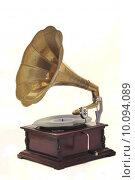 Купить «old gramophone», фото № 10094089, снято 15 октября 2018 г. (c) PantherMedia / Фотобанк Лори