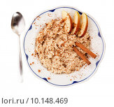 Купить «A bowl of porridge with apple and cinnamon spices isolated on white», фото № 10148469, снято 19 июня 2019 г. (c) PantherMedia / Фотобанк Лори