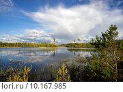 Купить «Летний пейзаж с радугой», фото № 10167985, снято 16 августа 2015 г. (c) Алексей Маринченко / Фотобанк Лори