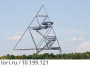 Купить «art tree trees tetrahedron bottrop», фото № 10199121, снято 24 июня 2018 г. (c) PantherMedia / Фотобанк Лори