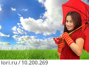 Купить «Beautiful girl with umbrella in a beautiful green grass», фото № 10200269, снято 23 апреля 2019 г. (c) PantherMedia / Фотобанк Лори