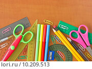 Купить « school supplies on the wooden table», фото № 10209513, снято 23 января 2019 г. (c) PantherMedia / Фотобанк Лори