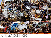 Купить «iron scrap metal compacted to recycle», фото № 10214693, снято 25 сентября 2018 г. (c) PantherMedia / Фотобанк Лори