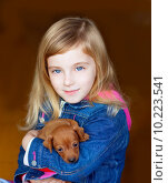 Купить «mini pinnscher puppy mascot with blond kid girl», фото № 10223541, снято 23 октября 2018 г. (c) PantherMedia / Фотобанк Лори