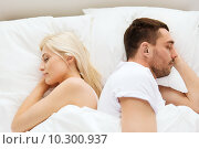 couple sleeping in bed at home. Стоковое фото, фотограф Syda Productions / Фотобанк Лори