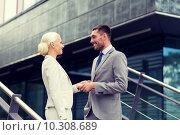 Купить «smiling businessmen shaking hands on street», фото № 10308689, снято 19 августа 2014 г. (c) Syda Productions / Фотобанк Лори