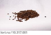 Кучка зёрен кофе. Стоковое фото, фотограф Полина Соколова / Фотобанк Лори