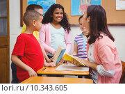 Купить «Teacher working with a group of students», фото № 10343605, снято 8 июля 2015 г. (c) Wavebreak Media / Фотобанк Лори