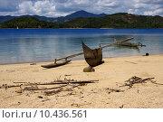 Купить « madagascar nosy be boat palm  rock stone branch  lagoon and coa», фото № 10436561, снято 21 марта 2019 г. (c) PantherMedia / Фотобанк Лори