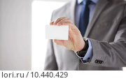 Купить «close up of businessman showing white blank card», видеоролик № 10440429, снято 12 апреля 2015 г. (c) Syda Productions / Фотобанк Лори